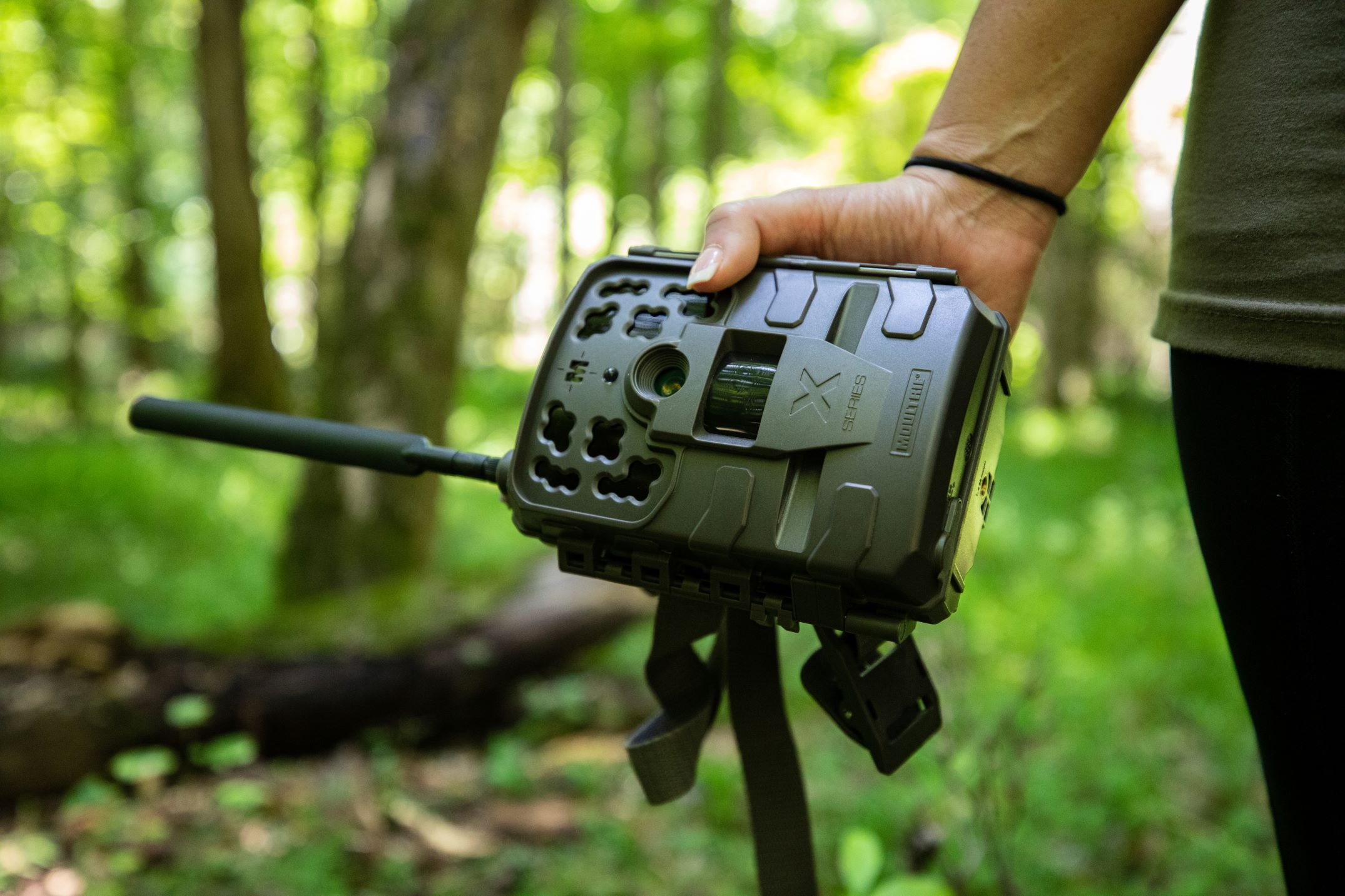 moultrie-mobile-cellular-trail-camera-reviews